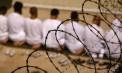 Guantanamo-inmates-kneel--008